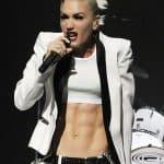 Gwen Stefani hitting the high notes