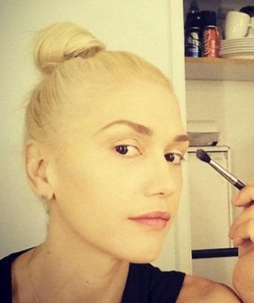 Gwen Stefani putting makeup on