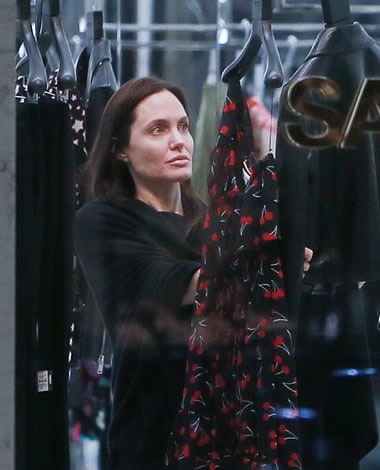 Angelina Jolie barefaced shopping