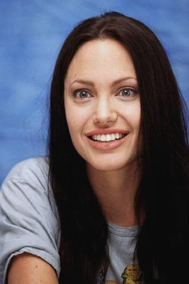 Angelina Jolie exciting look