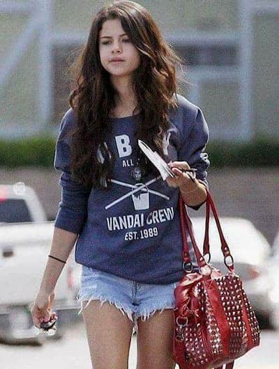 Selena Gomez chic fashion look