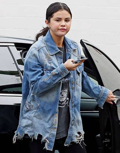 Selena Gomez getting out of rehab and looking rather messy