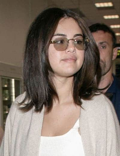 Selena Gomez wears a vintage style sunglasses and avoids the brushes