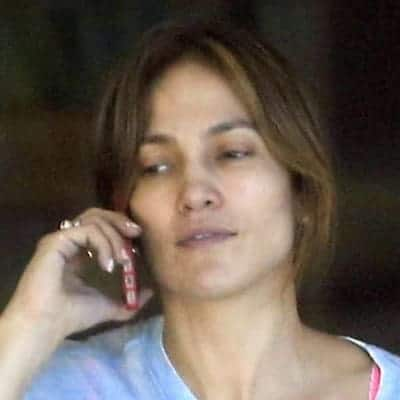 Jennifer Lopez on a serious phone call