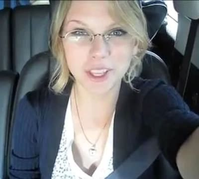 Taylor Swift needs driving glasses