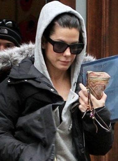 Sandra Bullock has the same habit of famous people