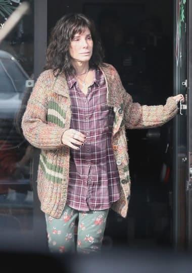 Sandra Bullock look like a homeless
