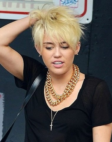Miley Cyrus with short messy blonde hairstyle