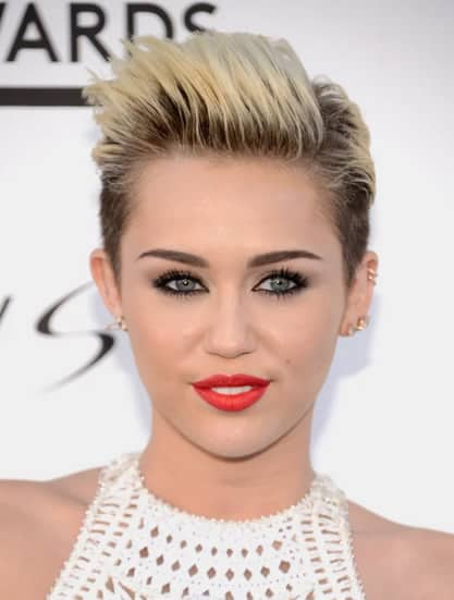Miley Cyrus looks like a businesswoman in this short and tidy hairstyle