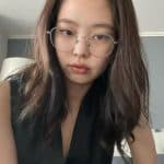 Blackpink Jennie has a cute face and looks good with any glasses
