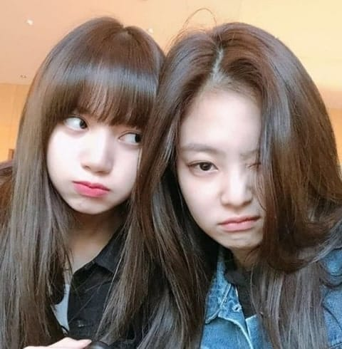 Blackpink Jennie keeping it real with Lisa