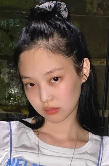 Young Blackpink Jennie with nose piercing