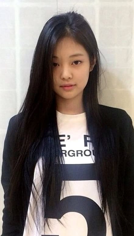Blackpink Jennie with very long hair
