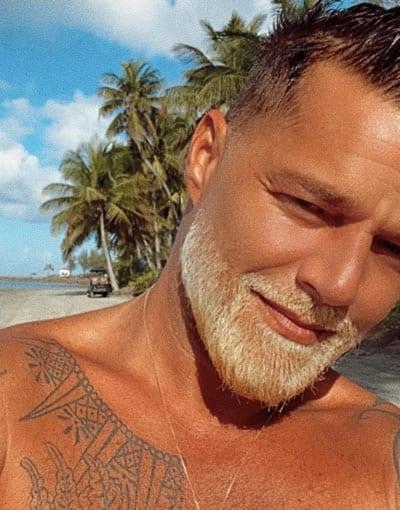 Ricky Martin looks like an old man at the beach
