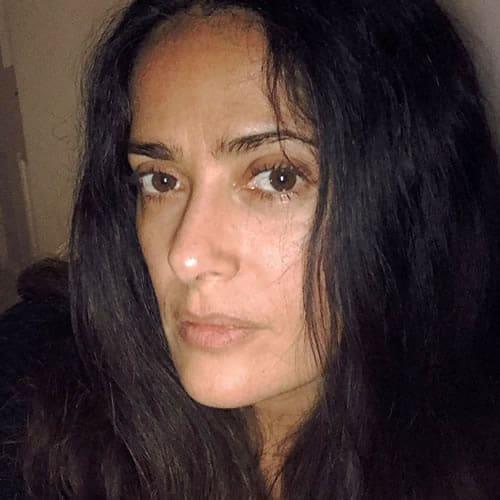 Salma Hayek testing the night mode on her phone camera