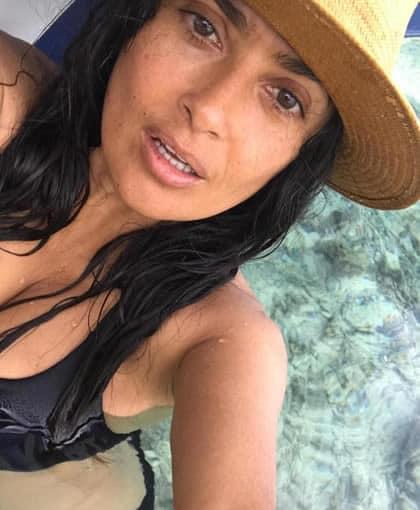 Salma Hayek swimming with her hat