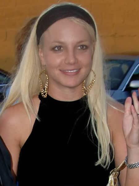 Britney Spears with a young natural face