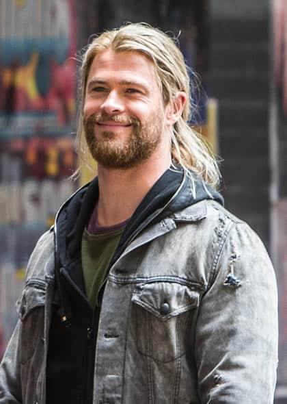 Chris Hemsworth looking like a homeless man
