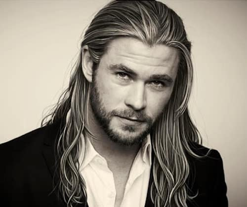 Chris Hemsworth looks like a vampire